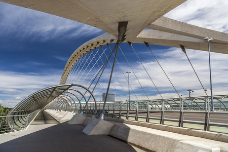 ZARAGOZA,SPAIN-MAY 29,2014: Modern bridge, Puente del Tercer Milenio, concrete material, it is the largest arch bridge in the world suspended, Zaragoza, Spain. Editoriali