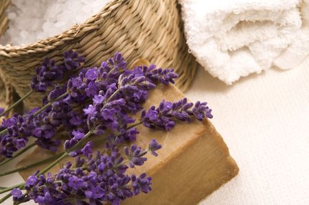 lavender coloured: aroma bath items. salt, towels, soap and fresh lavender flowers Stock Photo