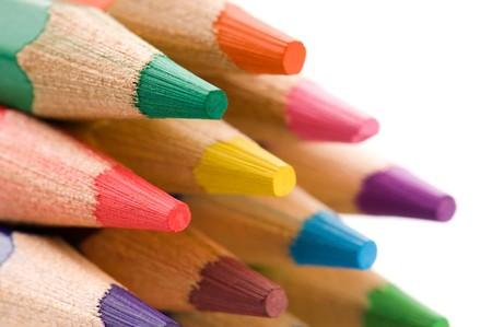 niños con lÁpices: Colección de lápices de colores  Foto de archivo
