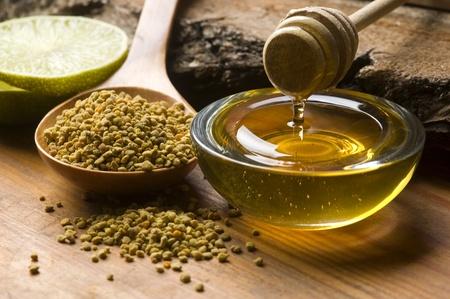 bee pollen: Verse honing en bijenpollen
