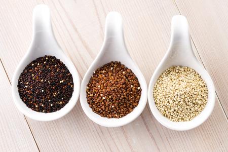 Quinoa Getreide Standard-Bild - 29584364