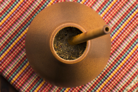 yerba mate: Calabash y bombilla con la yerba mate Foto de archivo