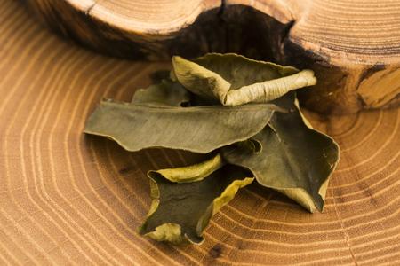 cinnamomum: Cassia leaves