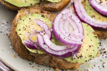 Sandwich with fresh avocado and onion on a plate Reklamní fotografie - 133483118
