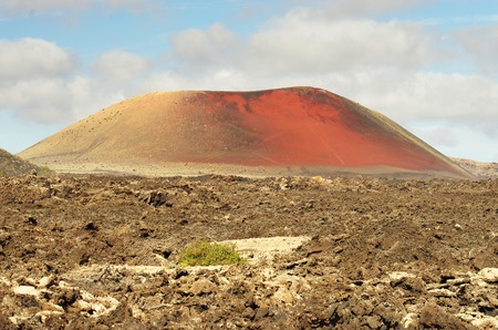 timanfaya: Monta�a roja en Timanfaya parque volc�nico, Lanzarote, Islas Canarias Foto de archivo
