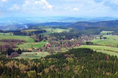 gory: paesaggio di montagna visto da Szczeliniec Wielki in Gory Stolowe Table Mountains, Polonia Archivio Fotografico