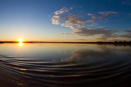 río amazonas: Un mágica por la mañana en el río Amazonas.
