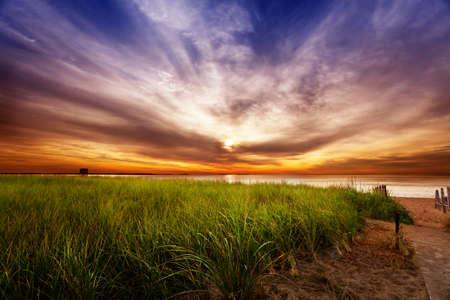wschód słońca: Dramatyczna Wschód Lato w Maine Zdjęcie Seryjne
