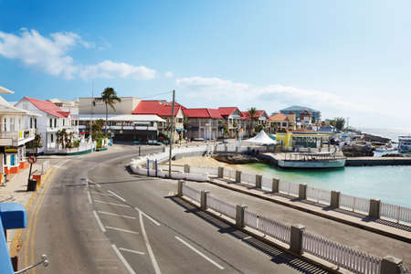 georgetown: Harbor front road through Georgetown, Grand Cayman Stock Photo