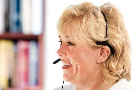 reps: Representante de servicio al cliente mujer madura