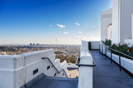 griffith: Downtown Los Angeles in the afternoon sun as seen from the side of the Griffith Observatory Stock Photo