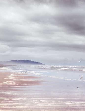 decepci�n: Long Beach en una ma�ana de junio de color gris con la decepci�n del cabo envuelto en la niebla
