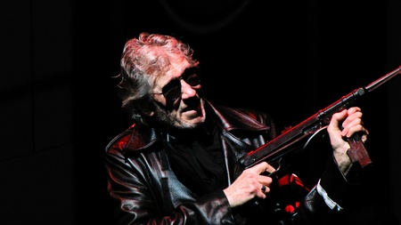 pink floyd: Roger Waters in the Wall Live at Lisbon march 2011