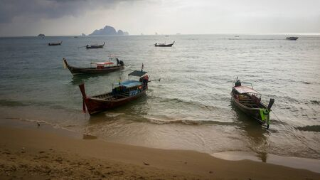Several Long tail boat in sunset in Railay beach in Krabi province. Ao Nang, Thailland Stok Fotoğraf
