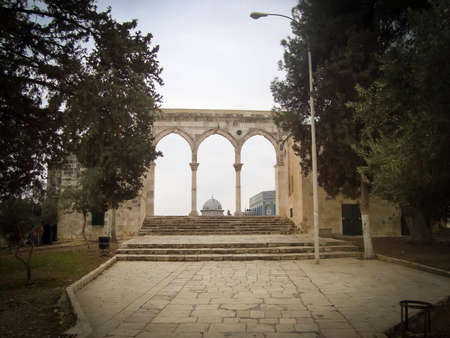 Ancient arcs and the Dome of the Rock in Jerusalem, Israel Reklamní fotografie