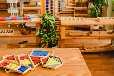 Geometric material in Montessori classroom for the learning of children in mathematics area. 版權商用圖片