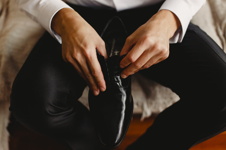 Men's shoes to dress by choosing the day of the wedding Banque d'images