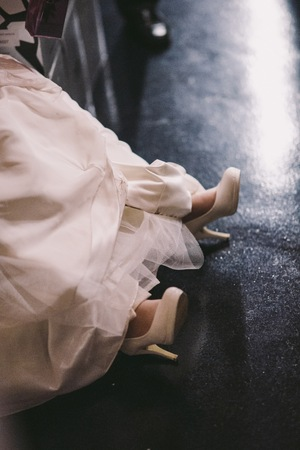 Bridal shoes on her wedding wearing on the feet of the bride Reklamní fotografie