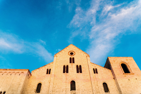 Facade of the Basilica church of San Nicholas in Bari, Italy. Banque d'images - 121513103