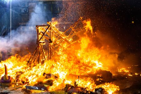 Valencia, Spain - March 19, 2019: End of the Valencian festivities of Fallas, Monument faller consumed in the fire in high flares. Фото со стока - 128717767