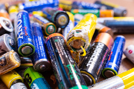 Valencia, Spain- July 24, 2019: Pile of old and used AA and AAA batteries, damaged and broken by acid, ready to send a clean recycling point. 新聞圖片