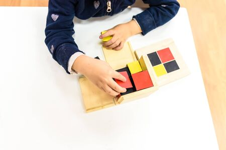 Children in their school class picking up learning tools. Zdjęcie Seryjne