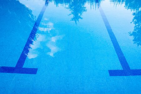 Marks at the bottom of a pool to guide swimmers. Imagens