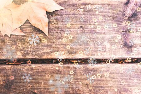 Winter background, wooden board with a digital composition of snowflakes. Stockfoto