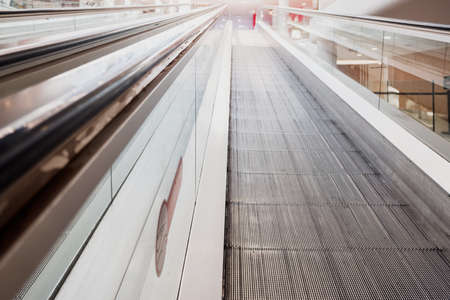 Detail of a facility to go up the floor in a commercial building, a smooth escalator. 免版税图像