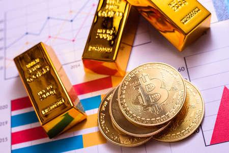 Upward evolution of bitcoin against the US dollar, in a crazy bull run. 免版税图像