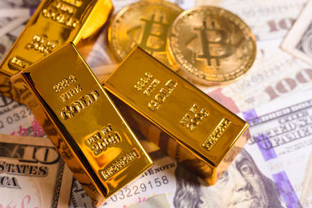 The bitcoin has a high volatility, compared to gold that maintains a stable price in the financial markets.