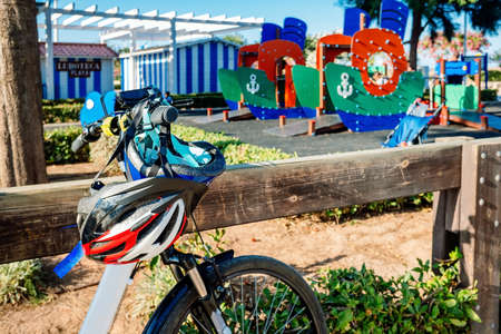 The sport by bicycle and the walk through playgrounds is useful to spend the children's summer vacations.