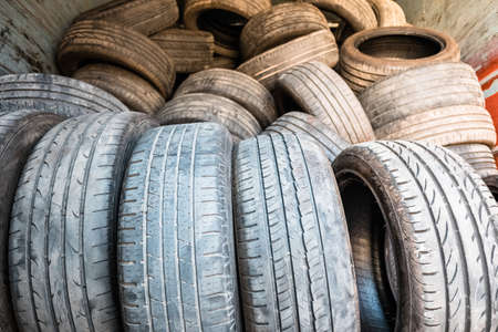 Rubber tires pollute the air in cities, they are retired to be recycled. 免版税图像