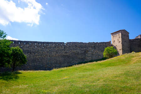 Panoramic view of the defensive walls of the city of Morella, on top of the hill. 新闻类图片
