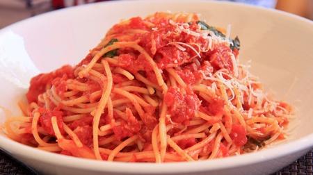 スパゲッティ トマト ソースの完全な版。 写真素材