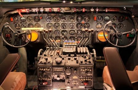 Gedetailleerde control panel van oude vliegtuigen.