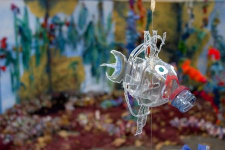 子供たちは、バルセロナの街の祭りで見られるによって作ら - ペットボトルのリサイクル