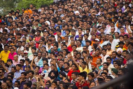 Indian crowd at border ceremony (men) Imagens - 76977767