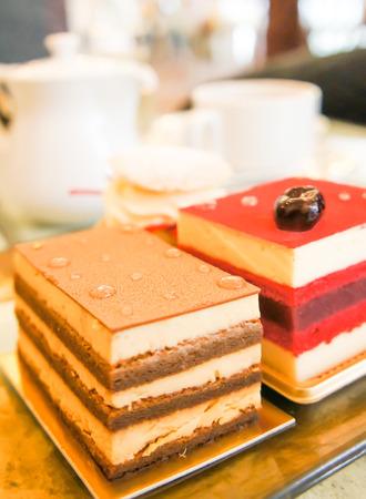 cafe y pastel: caf� pastel plato en la mesa