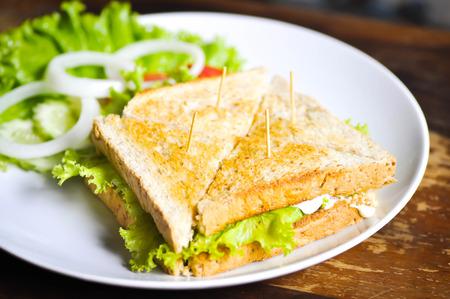 jamon y queso: jamón, queso y bocadillo vegetal