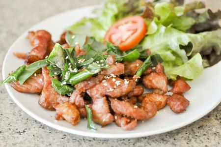sanguijuela: frito con s�samo y cal sanguijuela plato de hojas