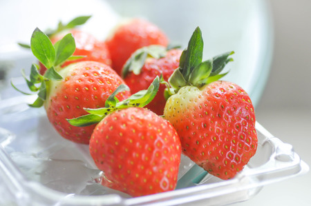 strawberies: strawberry or strawberies in the box