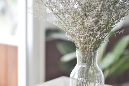 leaf cutter: purple caspia flowers in a vase or caspia flower Stock Photo