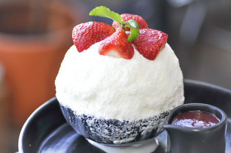 korean dessert, bingsu with strawberry