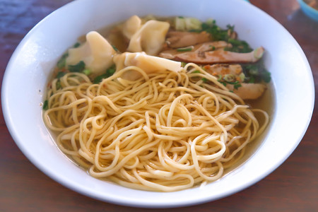 chinese noodle with wonton and pork