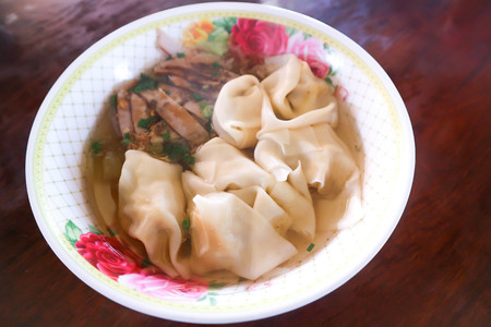wonton soup or chinese noodle with pork 스톡 콘텐츠