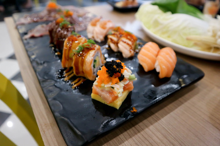 sushi and maki or Japanese roll dish Banque d'images