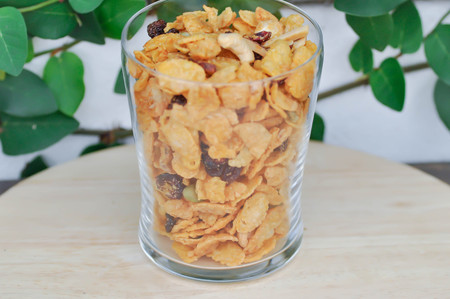 granola or cornflake ,almond and dried cranberry