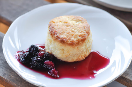 scone, scone with mulberry sauce