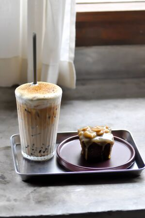 coffee, iced coffee and toffy cake